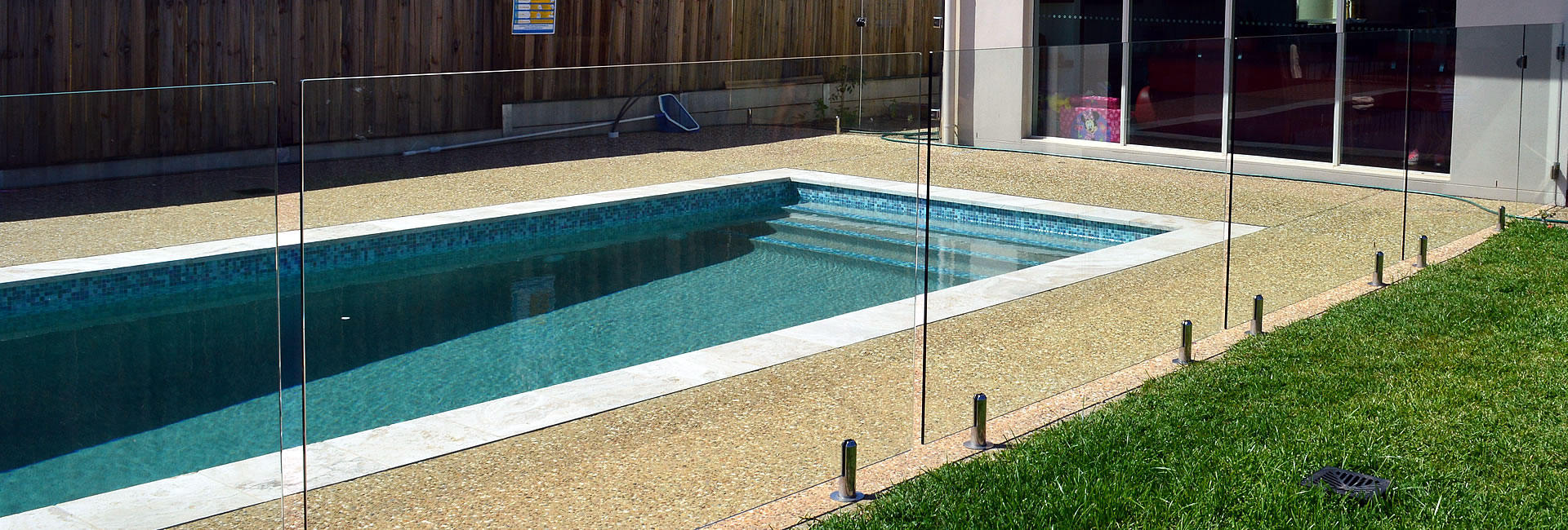 raphs-glass-pool-fencing-brisbane-02